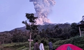 Núi lửa mạnh nhất Indonesia phun cột khói bụi cao 6km, sân bay Solo đóng cửa