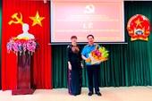 Viện trưởng VKSND tỉnh Đắk Lắk đón nhận Huy hiệu 30 năm tuổi Đảng