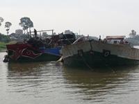 """Bất thường trong Quyết định xử phạt tịch thu 2 """"sà lan"""" của UBND tỉnh An Giang"""