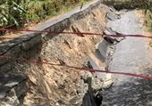Tuyến đường nông thôn bỗng sụt lún như  động đất