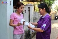 Phụ nữ Đà Nẵng may khẩu trang phát miễn phí cho người dân trong mùa dịch
