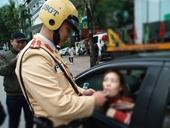 Rượu bia xong điều khiển xe ô tô, nữ tài xế bị phạt 35 triệu đồng