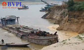 """""""Hà bá"""" nuốt chửng """"bờ xôi ruộng mật"""" ở Phú Thọ do nạn khai thác cát, sỏi trái phép"""