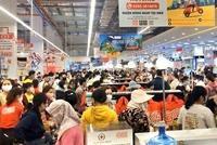 Ngán ngẩm biển người chen chúc trong ngày khai trương siêu thị GO
