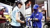 Giá xăng tiếp tục giảm sốc hơn 4 000 đồng lít từ 15h chiều nay