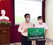 Tiếp nhận 500 triệu đồng và 400 khẩu trang ủng hộ phòng, chống dịch COVID-19