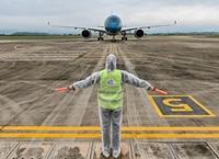 Chuyến bay giải cứu 56 người Việt mắc kẹt tại Ukraine vừa hạ cánh xuống sân bay Vân Đồn