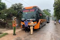 Phát hiện 3 xe khách không chấp hành Chỉ thị của Thủ tướng