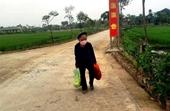 Mẹ liệt sĩ đi bộ đến tặng rau, gạo cho người đang được cách ly