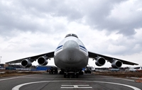 Máy bay Nga chở hàng viện trợ y tế đã tới Hoa Kỳ