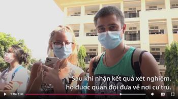 Khách Tây cảm ơn Việt Nam khi hết cách ly