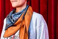 Khăn lụa hai mặt - Kiệt tác gây kinh ngạc toàn thế giới của Hermès