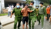 Người đàn ông cầm dao, mang xăng đến đốt bệnh viện, 2 Công an bị thương