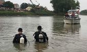Đang chở vợ về nhà, chồng bất ngờ nhảy xuống sông Thương tự tử