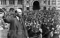 V I Lenin Lãnh tụ vĩ đại của cách mạng vô sản thế giới