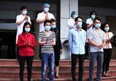 Vỡ òa niềm vui giây phút 6 bệnh nhân COVID-19 được công bố khỏi bệnh
