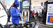 Từ 15h chiều nay, giá xăng dầu tiếp tục giảm xuống mức thấp kỷ lục mới