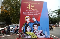 Hà Nội rực rỡ cờ hoa mừng 45 năm Ngày Giải phóng miền Nam