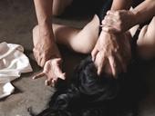 Khởi tố người đàn ông dâm ô với bé gái bán cá khô