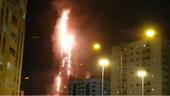Tòa tháp chọc trời gần Dubai, UAE bốc cháy dữ dội
