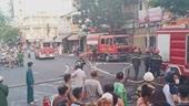 Giải cứu 10 người trong vụ cháy chung cư