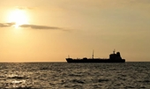 Mỹ săn tàu chở dầu do nghi ngờ Iran chở máy bay đến Venezuela