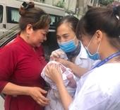 Nhân viên CDC Hà Nội đỡ đẻ cho thai phụ khi bị tắc đường