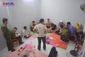 Bắt quả tang 4 cán bộ, viên chức ở Quảng Ngãi tham gia đánh bạc