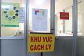 Ngồi trực sàng lọc COVID-19, một nữ nhân viên y tế bị hành hung