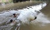 Đi tắm kênh, hai cha con cùng bé gái 10 tuổi đuối nước thương tâm