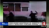 CLIP Phó cảnh sát trưởng Mỹ đấm liên tiếp vào đầu người phụ nữ da màu