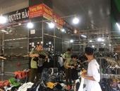 Thu giữ gần 4 700 hàng hóa nghi hàng giả, nhái và hàng nhập lậu ở chợ Ninh Hiệp