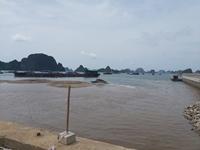Phun cát đen làm bãi tắm đục ngầu một góc vịnh Hạ Long