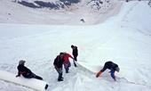 Phương pháp độc đáo ngăn chặn sông băng tan chảy tại Italy