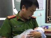 Lại phát hiện một bé trai sơ sinh bị bỏ rơi trong làn nhựa