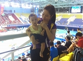 Nữ VĐV mang theo con 7 tháng tuổi thi đấu và những cổ động viên siêu đáng yêu