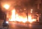 Văn phòng nhà xe giữa trung tâm TP Phan Thiết bùng cháy giữa khuya