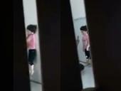 Xác minh clip bé gái bị cha dượng bạo hành ở TP HCM