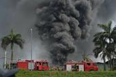 Đang cháy lớn xưởng hóa chất tại quận Long Biên
