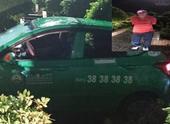 Cảnh sát truy đuổi đối tượng cướp taxi trên phố như phim hành động