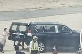 Phó bí thư Tỉnh ủy Phú Yên dùng xe biển xanh gần cầu thang máy bay gây tranh cãi