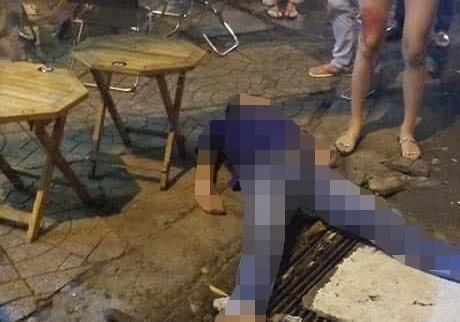 Hiện trường nơi nạn nhân bị đâm gục tại chỗ.