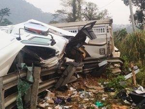 Xe khách lao vực sâu 4 người chết, 28 người bị thương