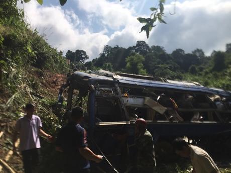 Bàng hoàng hình ảnh vụ tai nạn thảm khốc, 5 người tử vong 28 người bị thương