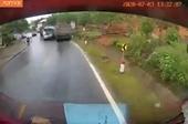 Hai ô tô đấu đầu trực diện vì vượt ẩu ở đường cua