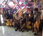 Hàng chục 'dân chơi' phê ma túy trong quán karaoke Alibaba và khách sạn