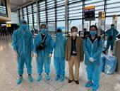 Đưa hơn 340 công dân Việt Nam từ Anh về nước an toàn