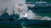 Tàu tấn công đổ bộ USS Bonhomme Richard của Hải quân Hoa Kỳ vẫn đang cháy dữ dội