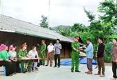 Một huyện miền núi vận động nhân dân giao nộp 107 khẩu súng