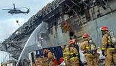 Cảnh tượng hoang tàn, đổ nát bên trong tàu tấn công USS Bonhomme Richard bị hỏa hoạn